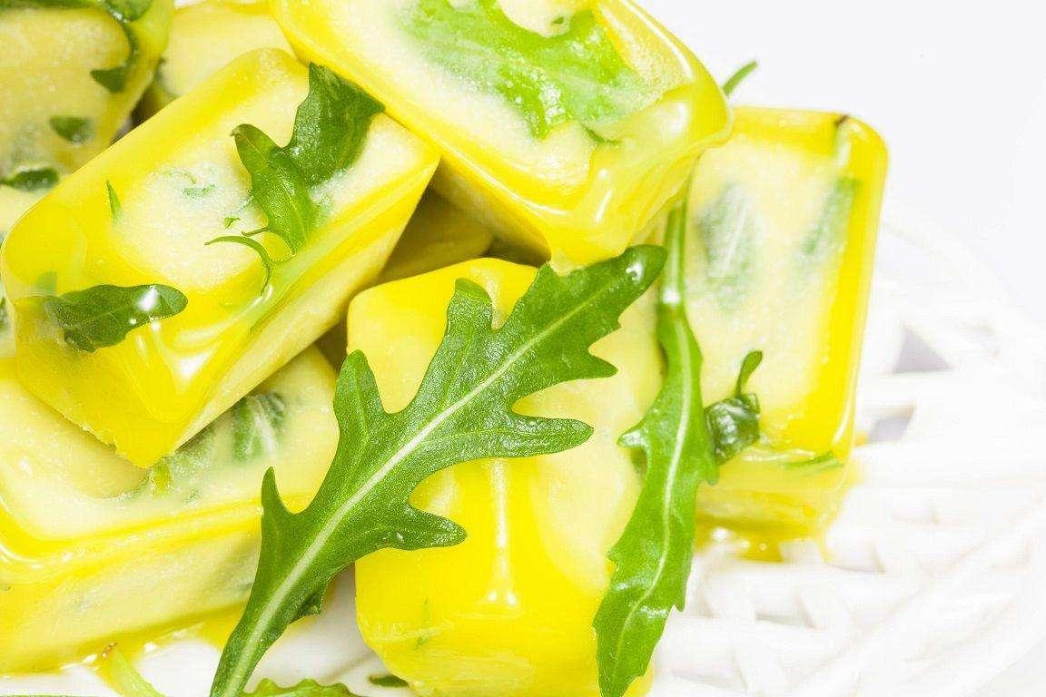 Conserva hierbas aromáticas con aceite de oliva