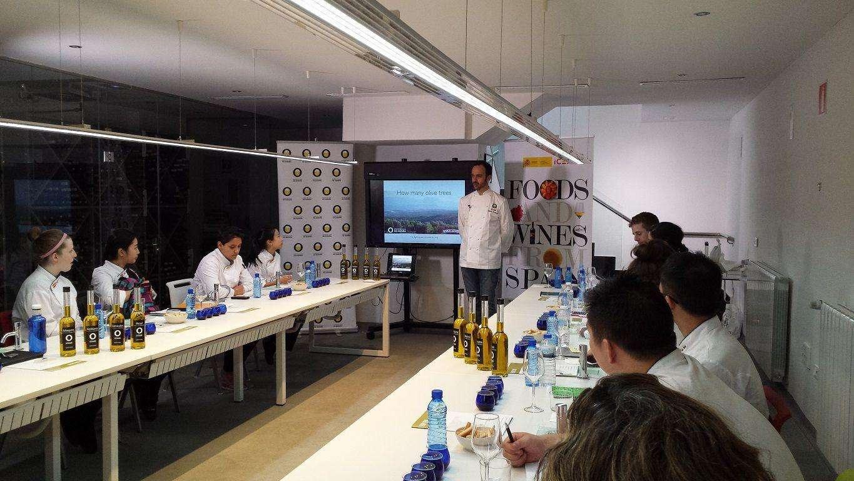 Aceites de Oliva de España impartío un seminario sobre el producto y sus usos a los alumnos del Programa de Formación en Gastronomía del ICEX