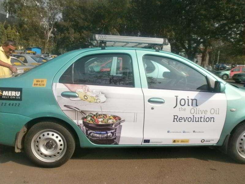 taxi con publicidad de aceites de oliva de españa