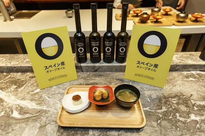 Bodegón más platos locales con aceite de oliva de españa