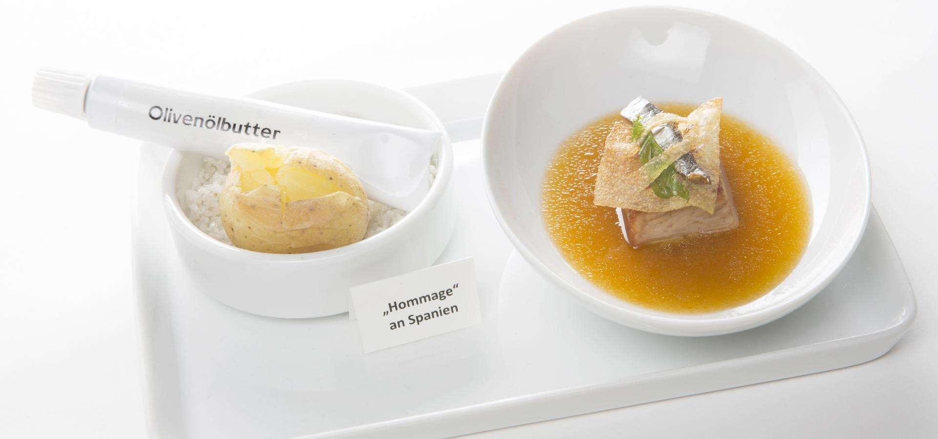 Panceta y sardinas en decocción de tomate y chorizo con patatas cocidas con piel y cremade aceite de oliva