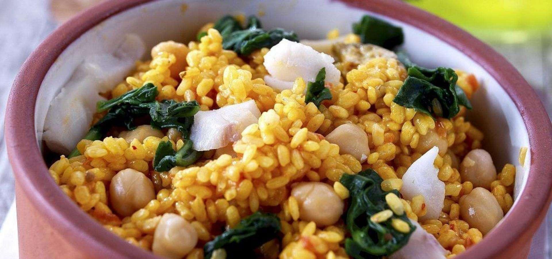 Receta de arroz con espinacas, garbanzos y bacalao