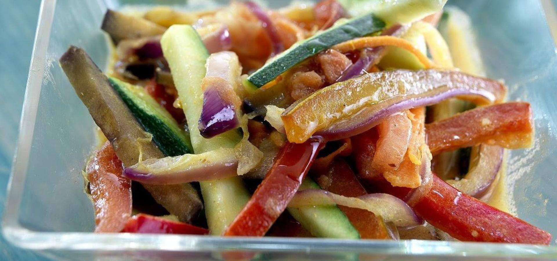 Receta de curry de vegetales con salsa de yogur