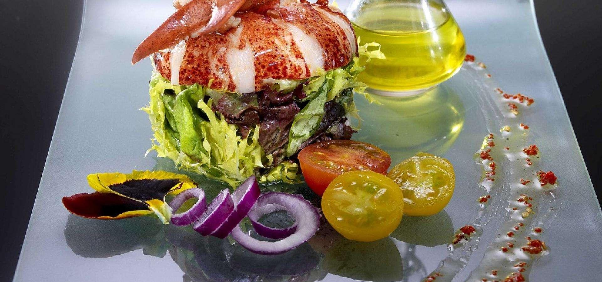 Receta de ensalada de bogavante con vinagreta de lima y azafrán