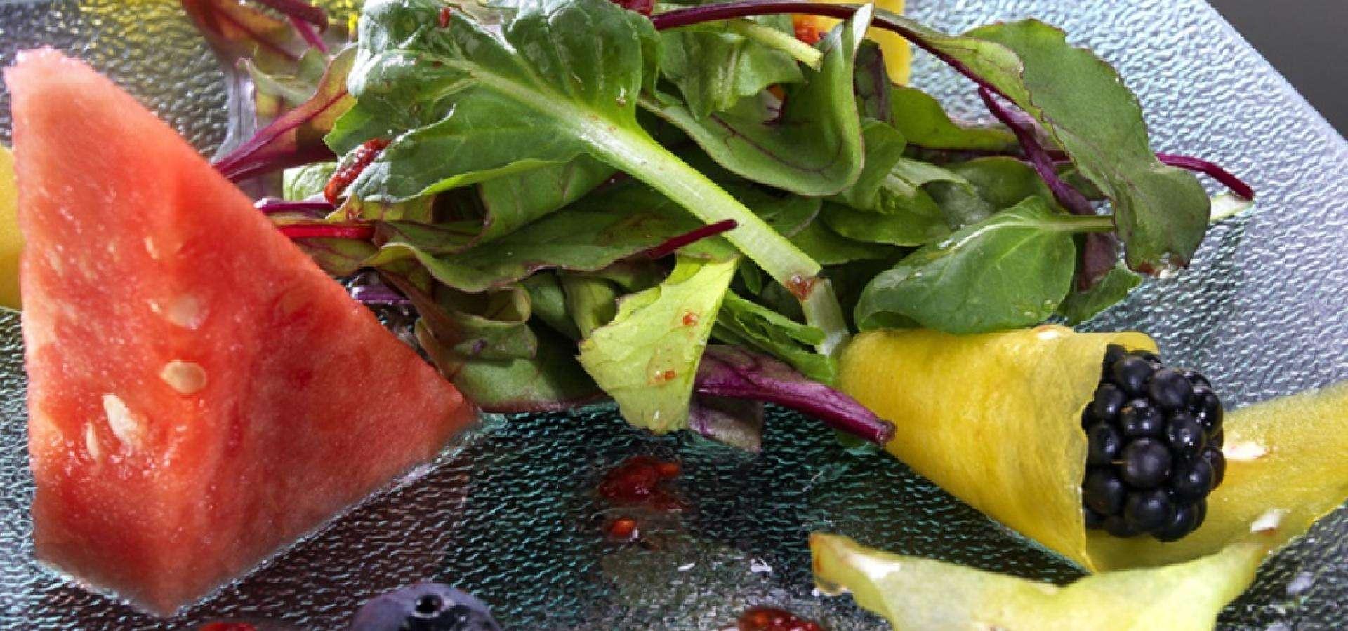 Detalle de ensalada de frutas de temporada