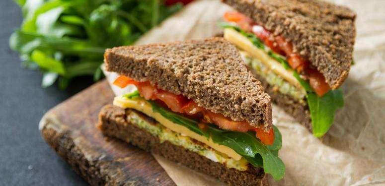Sandwich saludable con aceite de oliva