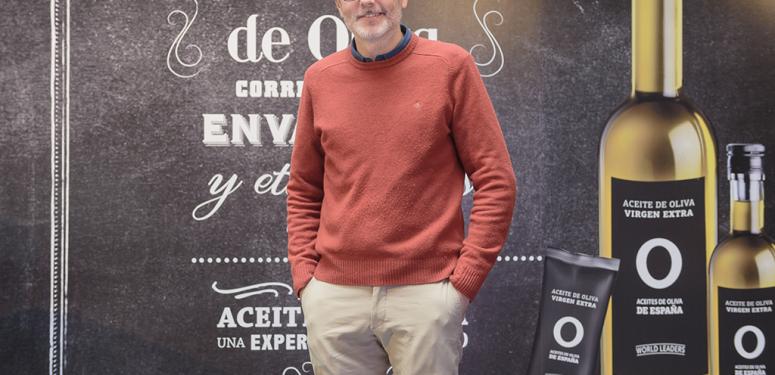 Mikel Lopez Iturriaga, prescriptor de la campaña peeerdona de Aceites de Oliva de España