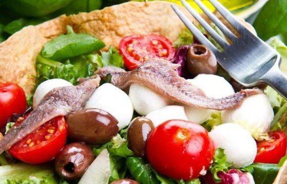 Ensalada de anchoa y queso manchego