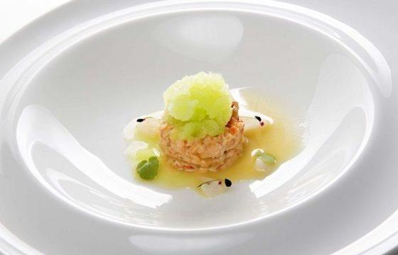Tartar de cangrejo con jarabe de arce y litchis