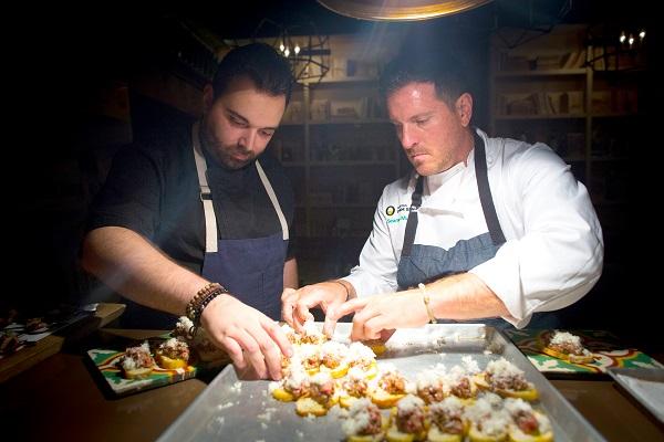 Los chefs Marcos Campos y Seamus Mullen