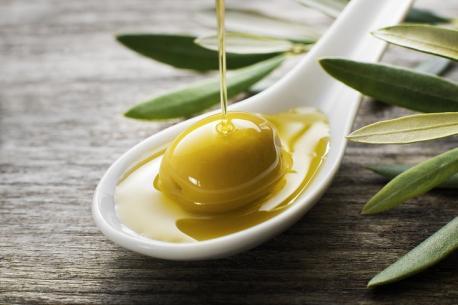 El consumo de aceites de oliva en el mes de marzo bate récords gracias a que los españoles vuelven a cocinar en el hogar