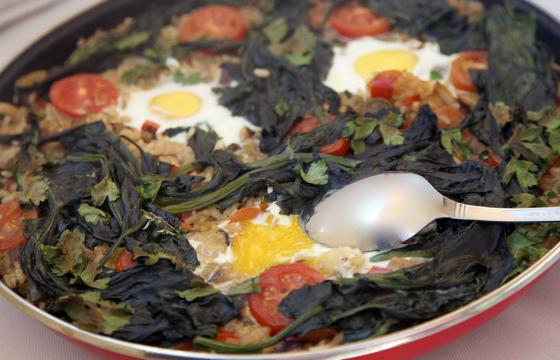 Arroz con verduras, setas y huevo