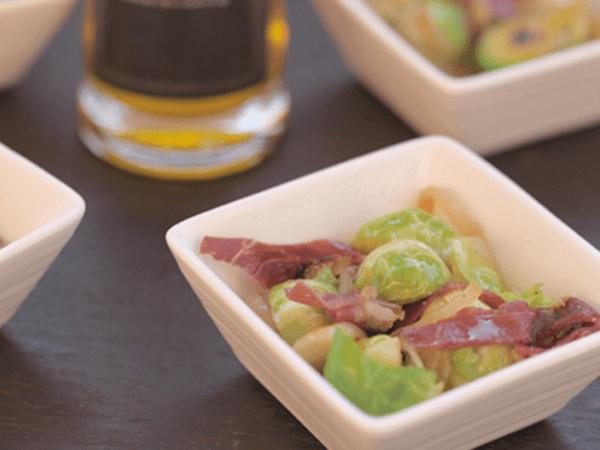Las coles de Bruselas están deliciosas con un simple salteado con AOVE y jamón