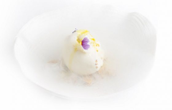 Crema helada de aceite hojiblanca, miel, flores y polen