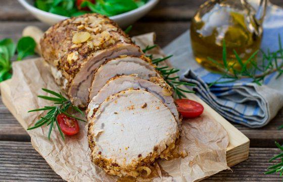 Lomo de cerdo canario con cebollas rojas en escabeche