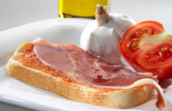 Pan tumaca con ajo y jamón