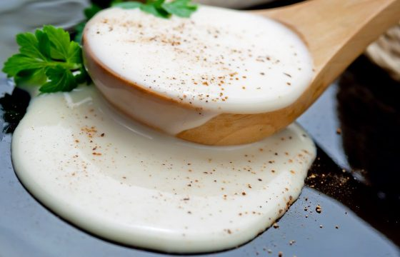 Salsa bechamel con aceite de oliva. Receta fácil