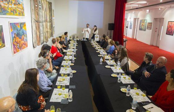 El Instituto Cervantes de Chicago ha acogido un nuevo taller de iniciación a la cata de aceites de oliva virgen extra