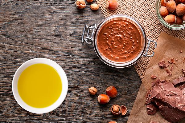 Crema de cacao casera con avellanas