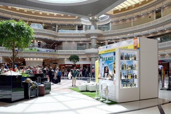 El aeropuerto de Atlanta acoge una acción de la campaña Olive Oil World Tour