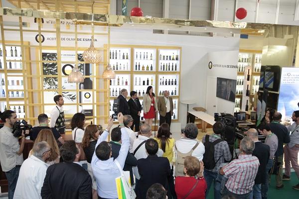 El stand de la Aceites de Oliva de España acigió la presentación de los vídeos