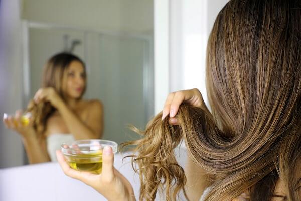 Aceite de oliva para las puntas del pelo