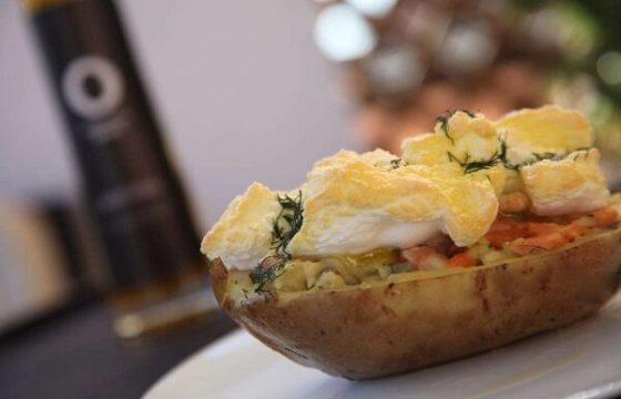 Patata rellena de trucha ahumada