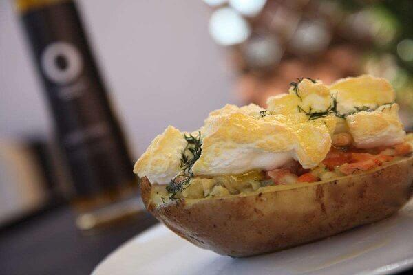 Como preparar patata rellena de trucha ahumada