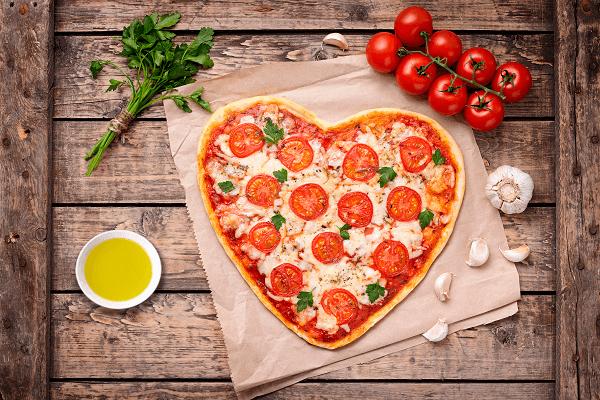 Pizza Casera con forma de corazón
