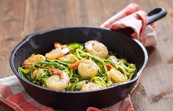 Espaguetis de calabacín con gambas