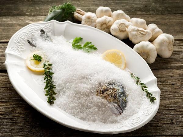 El pescado a la sal es muy sano y fácil de preparar