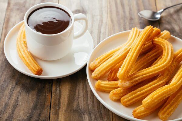 Los churros son uno de los desayunos y meriendas tradicionales de España
