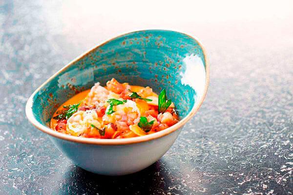 La minilla de gambas es un plato delicioso que se puede servir caliente o frío