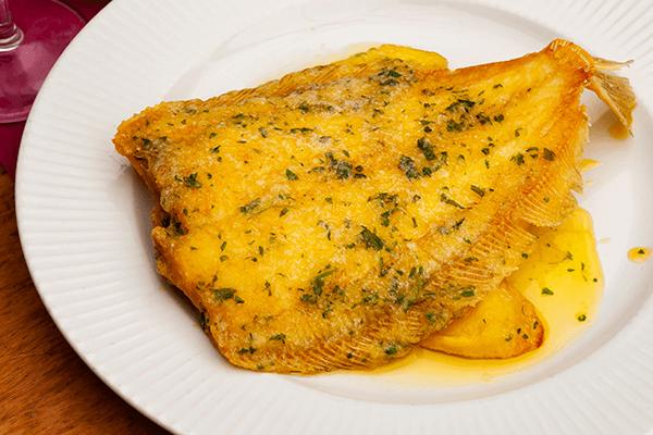 El lenguado menier puede prepararse con el pescado entero o fileteado
