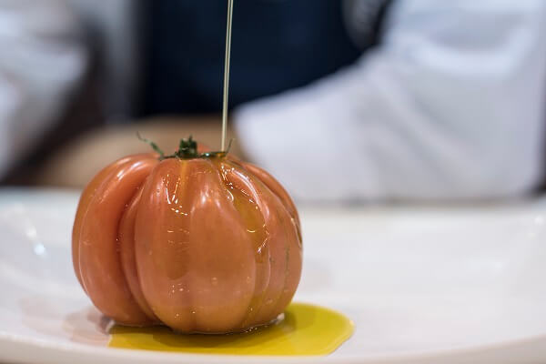 Tomate corazón de buey con aceite de oliva virgen extra