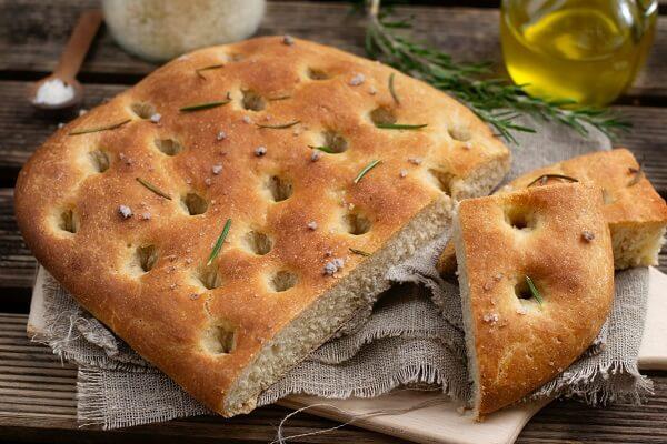 El pan casero de aceite de oliva es muy  fácil de preparar