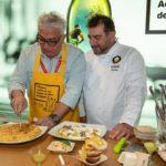 El chef Sergio Fernández y el humorista Leo Harlem sorprenden con un divertido showcooking, con los Aceites de Oliva como protagonistas
